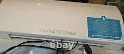 Silhouette Cameo 3 Pre Owned Vinyl Die Coupe Machine/plotter & Tout Nouveau Tapis